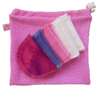 12 Organic Cotton Reusable Makeup Wipes + Organic cotton wash bag - Pink