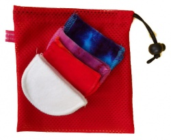 Honour Your Flow Make-up Remover Wipes With Mini Wash Bag - Red